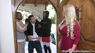 Butchery hot white mommy Alura Jenson goes black in front of their way stepson