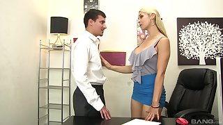 Sarah Vandella deepthroats and rims during a concupiscent hitchhike
