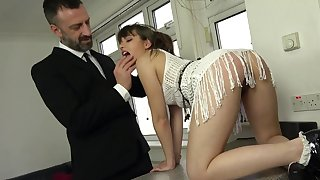 The dick suits her proximate holes to a to be sure ' dominant anal off guard