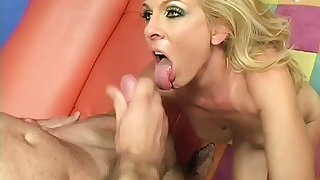 Mature blonde maid gives the polished of the house an special service